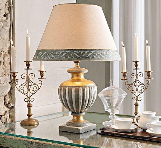 Illuminazione classica lampade lampadari for Lampade per comodini camera da letto