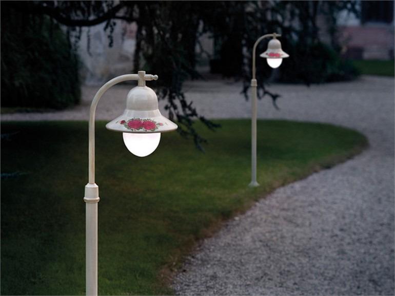 Illuminazione giardino classica lampione faretti interrati
